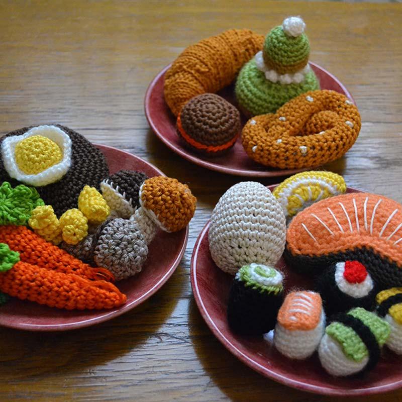 Le Journal de Lalu, Dînette au crochet, réalisation de petits plats, fruits, légumes, viandes, friandises et fast food.