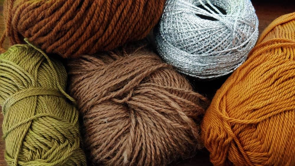 Choisir son fil pour débuter au crochet, les différentes matières