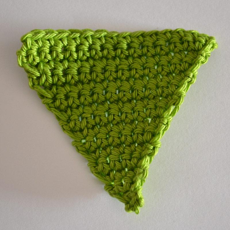 L'Univers de Lalu, faire un triangle au crochet