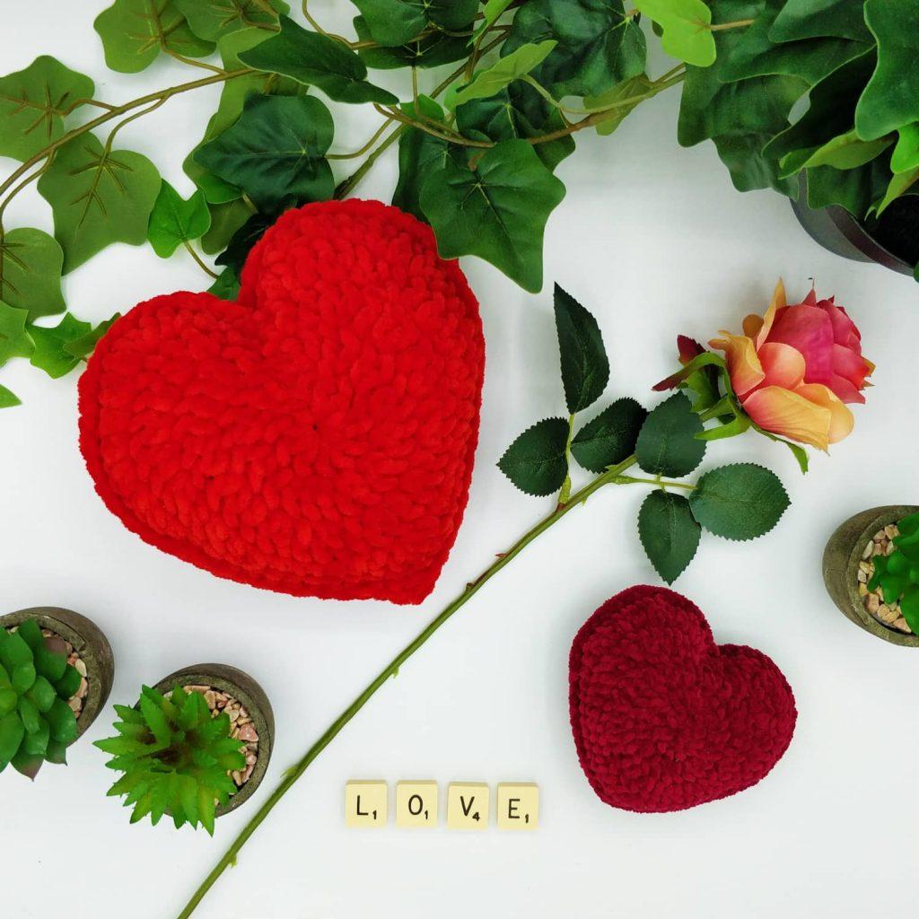 L'Univers de Lalu, Crocheter de la laine chenille, coeur au crochet