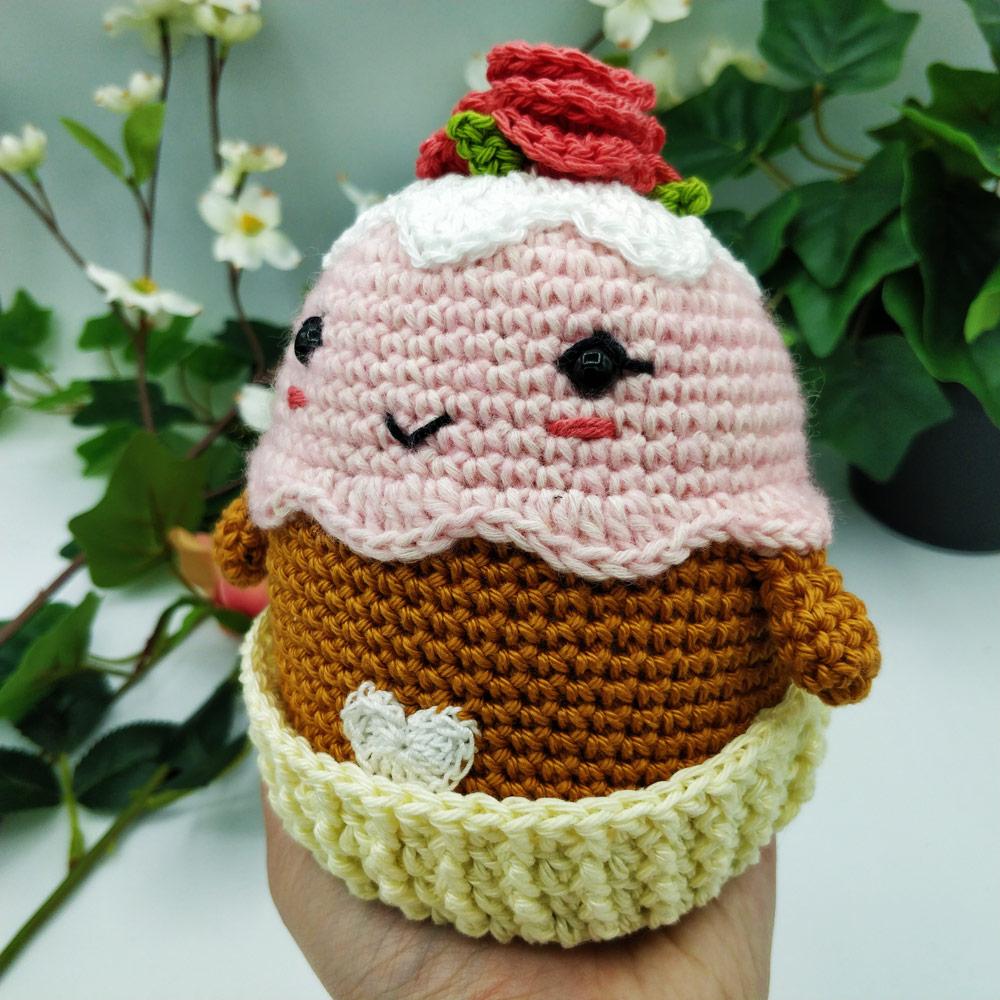 Cupcake d'amour de Maman, patron crochet par l'Univers de Lalu, tuto accessible aux débutants