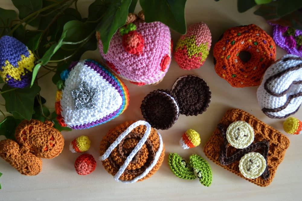 Dînette au crochet, gâteaux et douceurs sucrées, patrons de dinette par l'Univers de Lalu